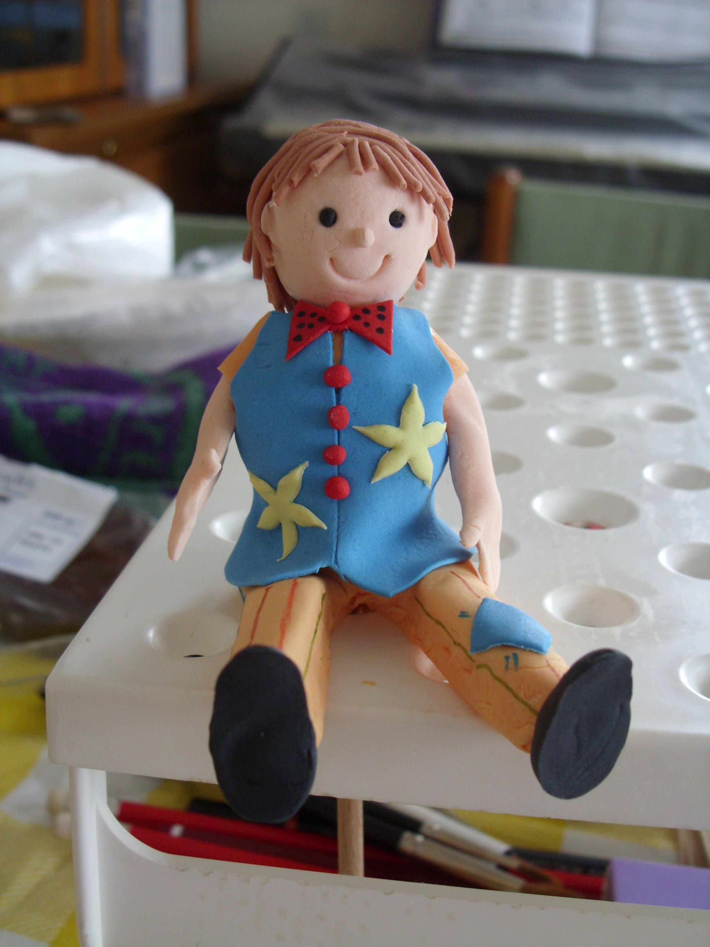 tias-2nd-birthday-mr-tumble-1st-model-figurine-made-2
